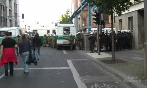 Und auch von Seiten der Polizei gab man sich in recht provokativer Aufmachung